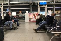 0002 - Noch nicht viel los um die Uhrzeit auf dem Flughafen Friedrichshafen