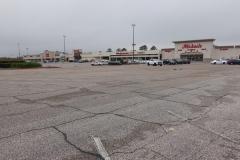 0016 - Riesige Einkaufs-Malls mit noch leerem Parkplatz