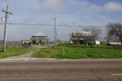 0077 - Alle Häuser auf Stelzen, es wird so gut es geht dem Hochwasser vorgebaut