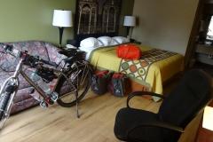 0113 - Typisches Motelzimmer, das Fahrrad passt immer rein