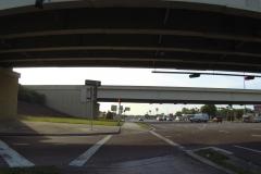 0445 - gleich zu Beginn geht es unter der Interstate durch
