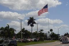 0469 - Was für eine riesen Flagge - natürlich bei Ford