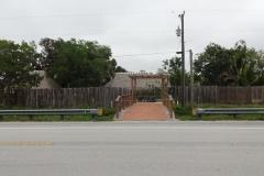 0516 - Eingang zu einem Indian Village