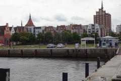 Blick vom Hafen auf die City