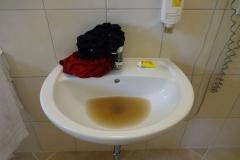 Die Farbe des Waschwassers. Und ja, ich dusche täglich zweimal!!!