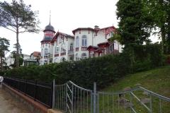 Eine der vielen Villen an der Strandpromenade, unverbaubare Aussicht auf die Ostsee und eigenen Privatstrand-Zugang