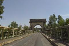 354 - Eine sehr alte Brücke über die Rhône