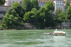 058 - Eine Schleppfähre verbindet die beiden Rheinseiten von Basel