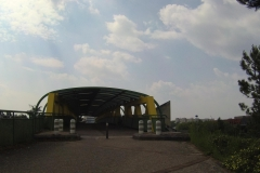 135 - Vorbildliche Radüberführung über die Autobahn am Rand von Dijon