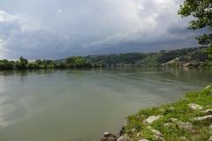 253 - Da vorne macht die Rhône zum Glück einen Schwenk nach links und damit Richtung schönes Wetter
