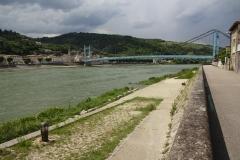 258 - Diese Brücke verbindet die Orte Serriers und Sablons
