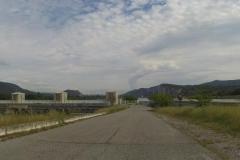 298 - Im Vordergrund Wasserkraftwerk, im Hintergrund der Dampf des Kernkraftwerks bei Montélimar