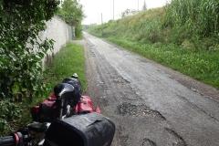 306 - Und plötzlich war der Regen da - Unterstand unter einem Baum