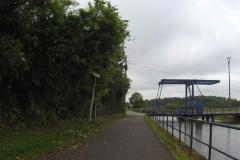 090 - Mal säumt eine Hebebrücke den Weg