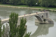 330 - Die Reste der Brücke Pont Saint-Bénézet - die besungene Brücke von Avignon