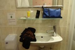 136 - Wäsche waschen in diesem Waschbecken - eine Herausforderung