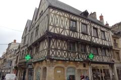 142 - Dijon