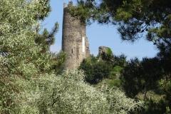 270 - Ein zerfallender Turm am Wegesrand