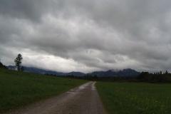 Von den Bergen sieht man nicht viel, aber die Wolkengebilde sind auch beeindruckend