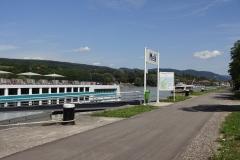 Die Donaudampfer dürfen hier natürlich nicht fehlen